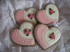 Medovníkové srdiečka bielo-ružové