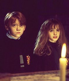 Ron Weasley and Hermione Granger - Harry Potter Harry Potter World, Images Harry Potter, Mundo Harry Potter, Harry Potter Fandom, Harry Potter Movies, Ron Et Hermione, Ron Weasley, Hogwarts, Fans D'harry Potter