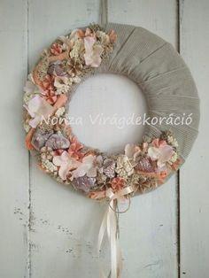 Nonza ajtódíszek - NONZA Virágdekoráció Burlap Wreath, Wreaths, Crafty, Fall, Spring, Home Decor, Autumn, Decoration Home, Door Wreaths