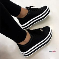 Comfy and stylish sneakers for girls Keep your shoes as the main focal point of your outfit and you will step out in style. For a unique fashionable look that's timeless, that always up to date, - Comfy and stylish sneakers for girls Moda Sneakers, Cute Sneakers, Girls Sneakers, Girls Shoes, Fashion Boots, Sneakers Fashion, Most Popular Shoes, Sneaker Store, Aesthetic Shoes