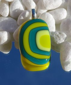 Pendant Glass Pendants, Desserts, How To Make, Jewelry, Food, Tailgate Desserts, Jewels, Dessert, Schmuck