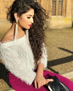 Earrings for WhatsApp on 8082644313 Stylish Girls Photos, Stylish Girl Pic, Indian Tv Actress, Indian Actresses, Bollywood Girls, Bollywood Actress, Beautiful Girl Image, Beautiful Hands, Kurti Designs Party Wear