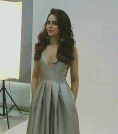 Rakul Preet Glamour Ladies, Bollywood Girls, Indian Beauty Saree, Indian Designer Wear, Celebs, Celebrities, Woman Crush, Indian Fashion, Blouse Designs