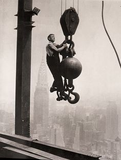 empire state building construction   ... construction of the Empire State Building, 1930. (Lewis W. Hine/George