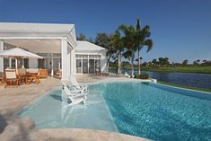 Having a pool sounds awesome especially if you are working with the best backyard pool landscaping ideas there is. How you design a proper backyard with a pool matters. Backyard Pool Landscaping, Backyard Pool Designs, Swimming Pool Designs, Backyard Beach, Langer Pool, Zero Entry Pool, Tropical Pool, Tropical Design, Beautiful Pools