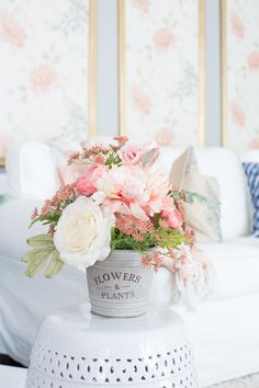 How to Create the Perfect Flower Arrangement will tell you everything you need to know about using your blooms to their fullest potential. Arranging flowers is an art and you'll get the inside scoop on creating the best combinations possible. Faux Flowers, Silk Flowers, Spring Flowers, Flowers Garden, Fresh Flowers, Silk Floral Arrangements, Flower Bouquet Wedding, Gerbera Wedding, Bridal Bouquets