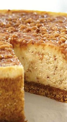 English Toffee Cheesecake English Toffee Cheesecake oh I must must must do this then spend three hours on the treadmill No Bake Desserts, Just Desserts, Dessert Recipes, Health Desserts, Desserts Caramel, Gourmet Desserts, Baking Desserts, Mini Desserts, Plated Desserts