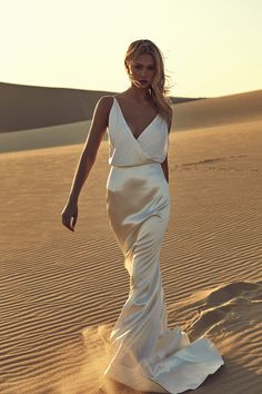 Estupendo modern wedding dress from CHOSEN by One Day Desert Rose Collection Source by . modern wedding dress from CHOSEN by One . Bridal Skirts, Bridal Gowns, Wedding Gowns, Wedding Shoes, Bridal Collection, Dress Collection, Wedding Dresses Australia, Australian Wedding Dresses, Types Of Gowns