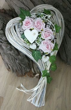 Kompozycje serca Kompozycje serca You are in the right place about funeral outfit Here we offer you the most beautiful pictures about the funeral sandwiches you are looking for. Funeral Flower Arrangements, Beautiful Flower Arrangements, Funeral Flowers, Floral Arrangements, Beautiful Flowers, Valentine Wreath, Valentine Decorations, Flower Decorations, Cemetery Decorations