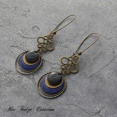 Bijou créateur - boucles d'oreilles dormeuses bronze antique intercalaires estampes et anneaux breloques sequins émaillés bleu et noir