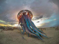 Uno dei festival più folli e famosi al mondo è sicuramente il Burning Man che si svolge in America nella cosiddetta Black Rock City.
