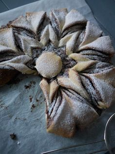 Snowflake cake and Nutella Brunch Recipes, Sweet Recipes, Dessert Recipes, Brioche Nutella, Bread Art, Bread And Pastries, Christmas Desserts, Creative Food, Love Food