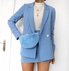 Trendy Internship Outfit Ideas To Beat The Heat This Summer Love the blue blazer.Love the blue blazer. Trend Fashion, Look Fashion, Womens Fashion, Blue Fashion, Classy Fashion, Fashion Beauty, Fashion 2018, Fashion Decor, Cheap Fashion