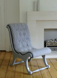 25 Restoration and Furniture Decoration Ideas to Recycle and Upcycle Wood Furniture Pieces Grey Desk Chair, Love Chair, Gray Desk, Furniture Decor, Painted Furniture, Furniture Design, Recycling Furniture, Vintage Furniture, Accessoires Photo