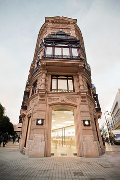 Retail Design | Store Interiors | Shop Design | Visual Merchandising | Retail Store Interior Design | Apple Store Valencia, Spain