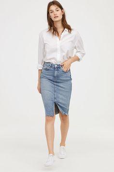 H & M Knielanger Jeansrock Blau Denim Pencil Skirt Outfit, Midi Rock Outfit, Midi Skirt Outfit, Denim Skirt Outfits, Knee Length Denim Skirt, Denim Skirts, Jean Skirts, Jeans Dress, Dress Outfits