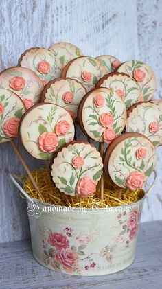 cookies by tita cake Fancy Cookies, Iced Cookies, Cute Cookies, Royal Icing Cookies, Cupcake Cookies, Sugar Cookies, Cookie Favors, Heart Cookies, Valentine Cookies