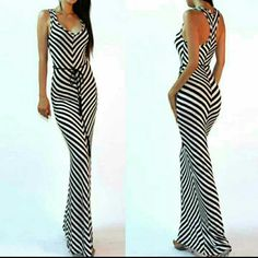 """Chevron maxi dress long summer sundress sexy with BEIGE BELT.   *Retails new without tags Lightweight stretchy fabric.  ❌PLEASE DON'T PURCHASE THIS LISTING, COMMENT ON SIZE NEEDED, FOR individual listing. Sexy maxi dress chevron maxi dress.  Sleeveless.  pattern:black and white chevron color block zigzag.  Material: polyester,rayon,spandex (lightweight summer fabric)  MEASUREMENTS:  Total Length=55-56"""" Dresses Maxi"""