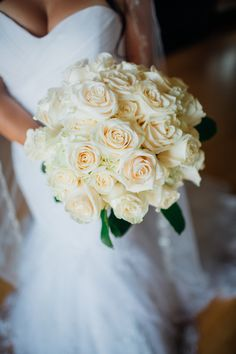 All white roses for the bridal bouquet | Juliana Laury Photography