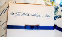 Um detalhe super especial para dar um toque de estilo e sofisticação ao seu evento é a caligrafia! Venha conhecer um fornecedor impecável para esse serviço no Bem Me Quer Casar!