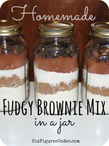 Fudgy Brownie Mix in a Jar- Fast and Easy Homemade Gift- Frugal Festivities Day - Six Figures UnderHomemade Fudgy Brownie Mix. Make your own brownie mix from scratch instead of buying boxes at the store. Layered in a jar, homemade brownie mix ma Homemade Brownie Mix, Homemade Brownies, Fudgy Brownies, Brownie Mix In A Jar Recipe, Brownies In A Jar, Mason Jar Cookie Mix Recipe, Brownie Jar, Jar Mix Recipe, Cheesecake Brownies
