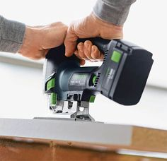 Festool Carvex 420 Jigsaw If you're a tool guy, you know that Festool makes the good stuff. High on the wish list. Cordless Power Tools, Adjustable Base, Tool Shop, Tech Toys, Mens Gear, Tecno, Cool Tools, Innovation Design, Woodworking Projects
