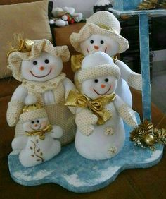 Handmade Christmas Crafts, Christmas Table Settings, Reno, Snow Decorations, Teddy Bear, Dolls, Wallpaper, Ideas, Slipcovers For Chairs
