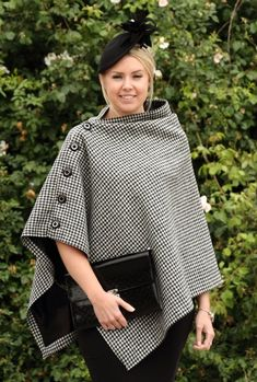 A beautiful unique black and white houndstooth Harris tweed cape. Fashion Sewing, Diy Fashion, Ideias Fashion, Winter Fashion, Fashion Dresses, Dress Sewing Patterns, Clothing Patterns, Sewing Clothes, Diy Clothes