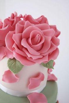Gumpaste rose tutorial. by Divonsir Borges