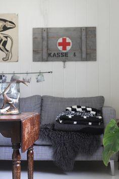 an-magritt dark lambskin rug!