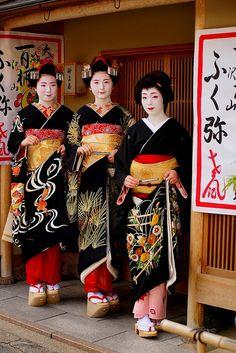 Fukuya and Fukuno with their onee-san Fukue