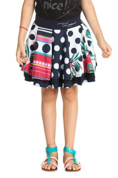 Check out this fun skirt! The most fashion-conscious girls will have a great time twirling and playing in this flared skirt. It's super comfortable and fresh, made of 100% cotton and has an elasticated waist. Always fun!