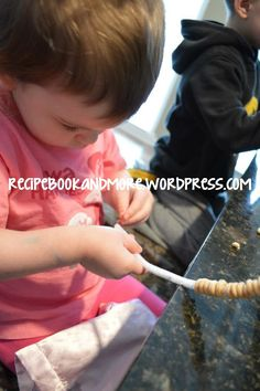 Pipe Cleaners + Cheerios = bird feeders. Easy kid's craft.
