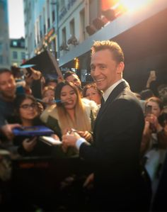 """highrisefilm: Robert Laing has arrived, ready to devour the press #TomHiddleston #HighRise Premiere #redcarpet @britishfilminstitute #LFF #londonfilmfestival #smile #happy #handsome #hiddlestoners"" https://instagram.com/p/8oAh87Kmde/"