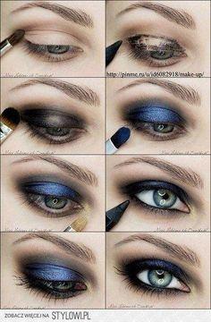 Maquiagem look azul com esfumado preto.