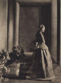 De Meyer, Baron Adolf. The nymphenburg figure 1912.