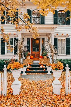 Welcome all the fall festivals by adorning your house with splendid DIY fall door decorations. The striking ideas for decorating the door this falls are sure to lure you into action.