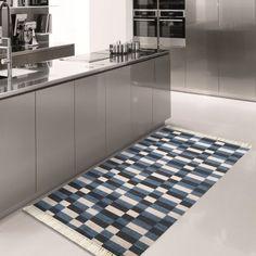 Nowoczesny dywanik z kolekcji Blanka zachwyci wszystkich zwolenników prostego wzornictwa w połączeniu z modnymi kolorami. Ten dywanik kuchenny, idealny także do łazienki, jest łatwy w praniu, suszeniu, doskonale zabezpiecza podłogę przed zabrudzeniem i zniszczeniem, dodając uroku całemu wnętrzu. Producent dywanika kuchenno-łazienkowego Blanka zadbał o to, by był to estetyczny i trwały dodatek do wnętrz w różnych stylach. Kitchen Room Design, Interior S, Kitchen Cabinets, Contemporary, Rugs, Home Decor, Design Of Kitchen, Farmhouse Rugs, Decoration Home