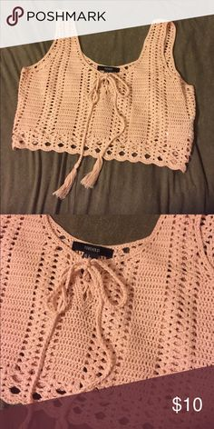 Forever 21 Crochet Crop Top Cute light pink cropped tank top with a tie lace front. In excellent condition! Feel free to send an offer! Crochet Crop Top, Crochet Blouse, Crochet Bikini, Cool Outfits For Men, Trendy Clothes For Women, Forever 21 Outfits, Diy Wardrobe, Shirts For Teens, Boho Outfits