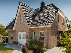 Romantic Frisian house with light brick, gray roof and white windows from . Romantic Frisian house with light clinker, gray roof and white windows from ECO System HAUS Style At Home, Wood Bird Feeder, Light Brick, Easy Fence, Windows System, Home Fashion, Home Builders, Decoration, Bungalow