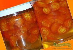 Ingrediente: 1 kg portocale (folosim doar coaja de la ele ) 500 ml apa 500 gr zahar 50 ml zeama lamaie Preparare: Coaja se desface cu cutitul in 7-8 felii care se vor pune in apa rece cat sa treaca peste nivelul lor. Se tin 48 ore schimband apa in fiecare zi sa iasa amareala. … Romanian Food, I Foods, Preserves, Pickles, Jelly, Cake Recipes, Deserts, Food And Drink, Pudding