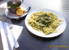 Raw Vegan Avocado Dill Pesto with Cucumber & Zucchini Noodles   Rawmunchies.org  #RECIPE HERE: http://www.rawmunchies.org/recipes #Raw #vegan #rawvegan #glutenfree #rawvegannoodles #zucchininoodles #noodels #pesto #veganpesto #rawveganpesto