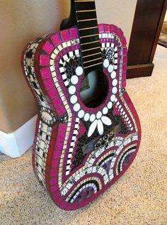 Superbe rose vif et noir mosaïque guitare / / von memoriesinmosaics
