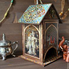 Купить или заказать Чайный домик 'Загадочная Индия' в интернет-магазине на Ярмарке Мастеров. Красочный чайный домик с индийским слоном и и сценками по мотивам индийских сказок.Выполнен методом вживления в дерево. Покрыт акриловым лаком. Внутри отделан водной морилкой. Размер маленького домика 10х10х16 см - 1500 руб. Большой домик 11х11х22 см - 1800 руб. Крышка снимается.