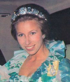 Princess Anne wearing the Aquamarine Pine Flower Tiara, United Kingdom (ca. George VI commissioned the tiara as a wedding anniversary gift for his wife Queen Elizabeth. Royal Crown Jewels, Royal Crowns, Royal Tiaras, Royal Jewelry, Tiaras And Crowns, Lady Diana, Princesa Anne, English Royal Family, Flower Tiara