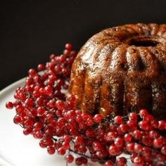 English Plum Pudding aka Christmas Pudding is one of those super delicious, super impressive and super easy desserts. To Americans, the name can be fairly Christmas Pudding, Christmas Desserts, Christmas Treats, Christmas Baking, English Christmas, Noel Christmas, Victorian Christmas, Maker, Pudding Recipes