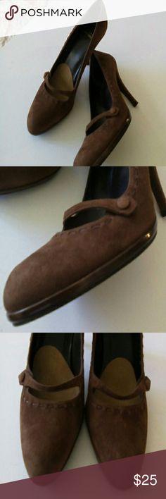 """STUART WEITZMAN BROWN HEELS SIZE 8.5 GENTLY USED STUART WEITZMAN BROWN SUEDE PUMP SINGLE STRAP WITH SUEDE BUTTON STITCHING AROUND HEELS SIZE 8.5 EXCELLENT CONDITION HEELS 3.6"""" Stuart Weitzman Shoes Heels"""