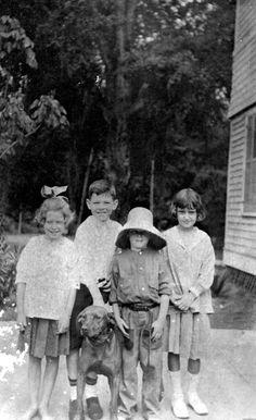 Children posing with Dan the dog (ca.1915). | Florida Memory