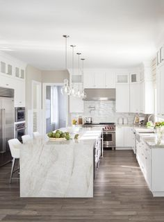 Get inspired to upgrade your kitchen to a gourmet experience. View images of luxurious kitchen designs & indulge in the breathtaking ideas for your dream home. Luxury Kitchens, Home Kitchens, Modern White Kitchens, Tuscan Kitchens, Luxury Kitchen Design, Traditional Kitchens, Home Decor Kitchen, New Kitchen, Awesome Kitchen