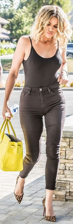 Who made  Khloe Kardashian's black skinny jeans, yellow tote handbag, and leopard pumps?